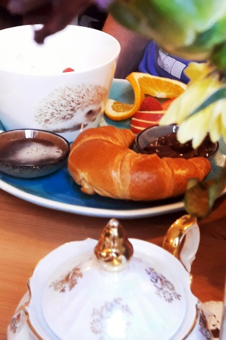 Poridge und Croissant