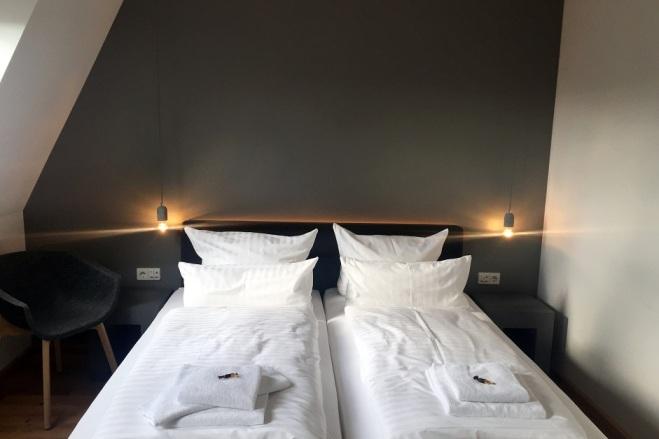 Bett mit Beleuchtung