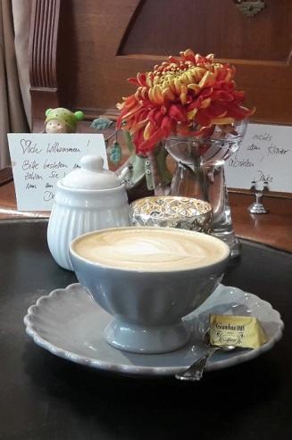 Kaffe am Nachbartisch1