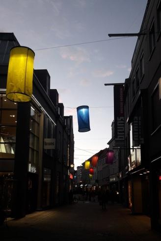 Straße mit Lampions
