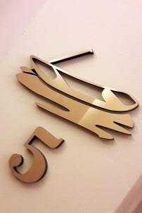 Zimmernummer mit Logo