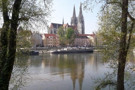 Dom in Donau gespiegelt