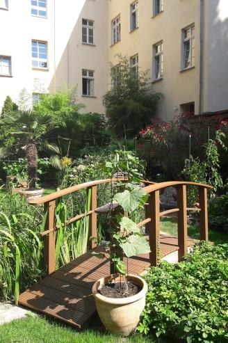 Minibrücke im Garten