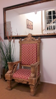 Sessel im Flur1