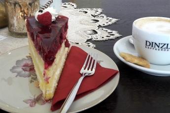 Himbeer-Vanille-Torte am Platz