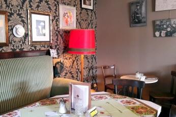 Tische im Cafe