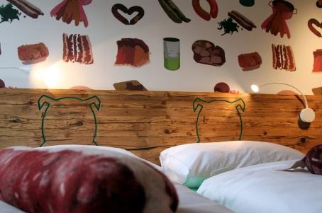 Bett Zimmer Bratwurst-Rohstoffe1