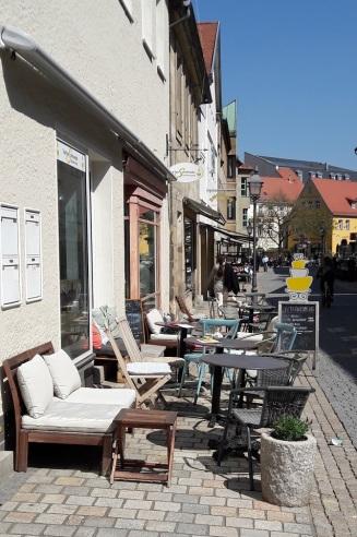 Außenansicht Cafe Fußgängerzone