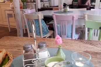 zusammengewürfelte Stühle