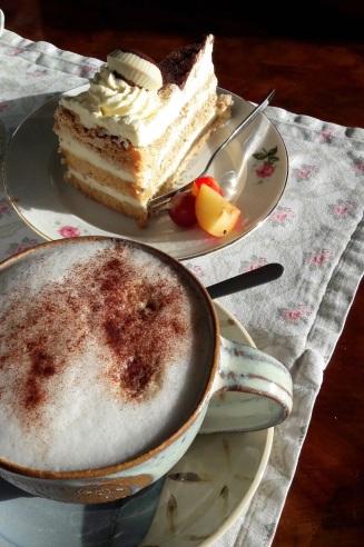 Cappuccino und Tiramisutorte
