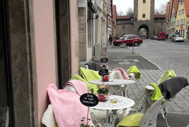 Cafetische und Decken