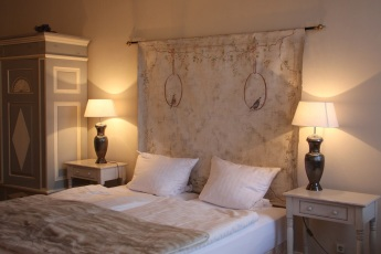 Bett im Zimmer 2