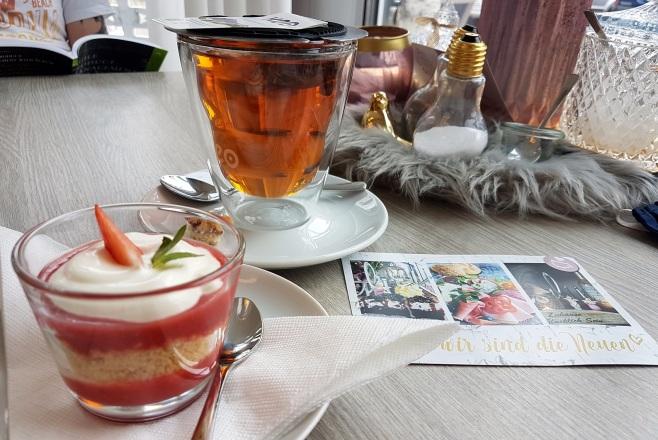 Tee und Mini-Dessert