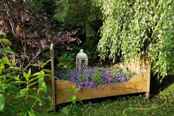 Dekobett im Garten