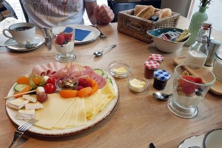 Frühstück am Tisch1